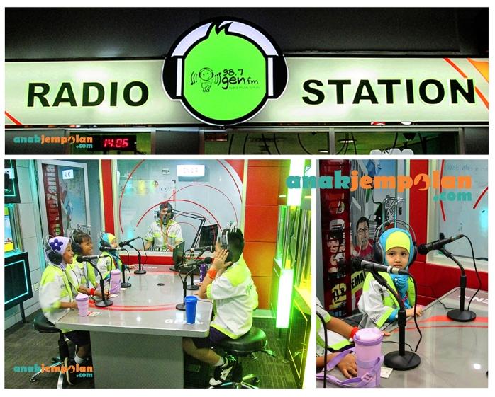 Humaidah menjadi penyiar radio Gen FM bersama kakak-kakak
